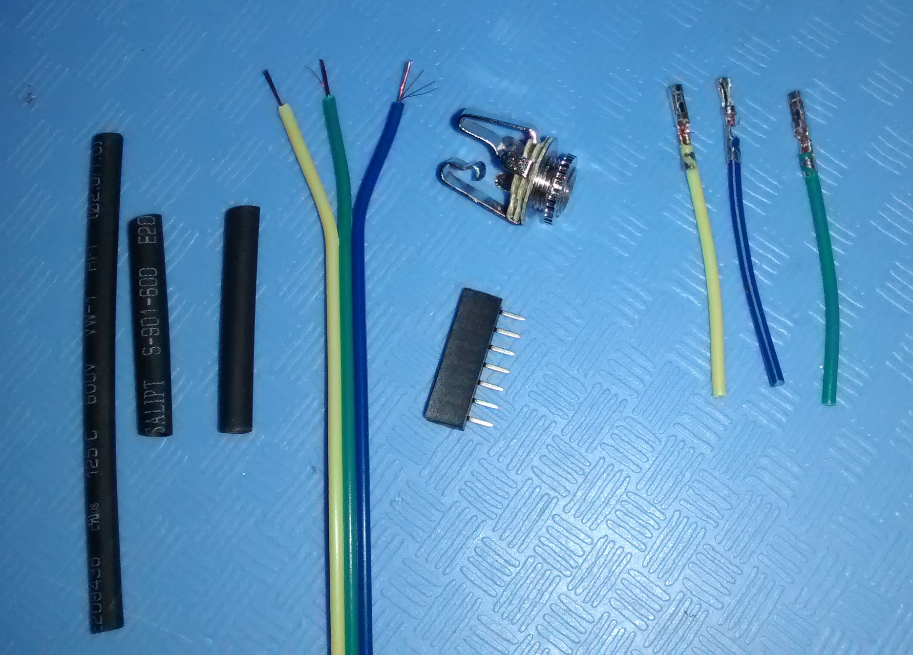 WRT3200ACM Serial Port to 3.5mm female jack adaptor parts